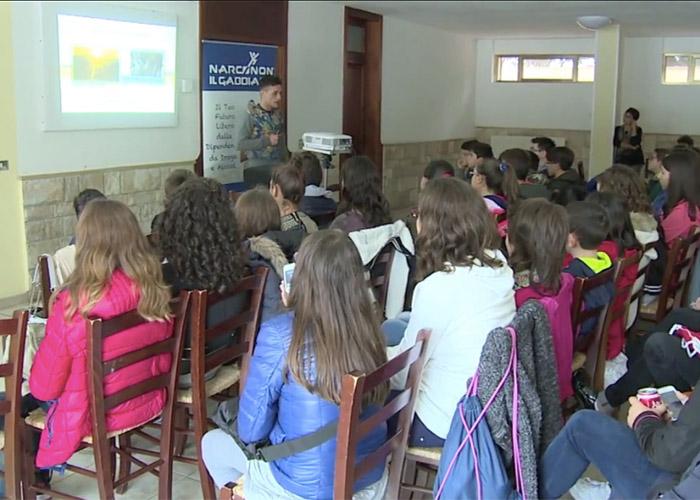 Andrea parla agli studenti di Martano - Narconon Gabbiano